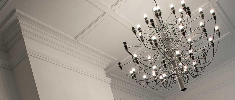 Lijsten stucwerk voor een authentiek plafond